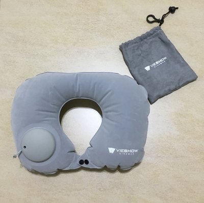 現貨實拍╭☆【◎💖威秀影城 iShow 頸關節 U型枕 按壓充氣 護頸旅行枕 銀灰色╭◎  】贈束口收納袋