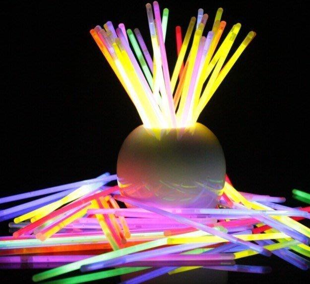 佳佳玩具 --- 100入螢光棒 螢光手環 手環 發光棒 閃光棒 單色 混色 演唱會 露營 晚會 夜遊【YF1972】