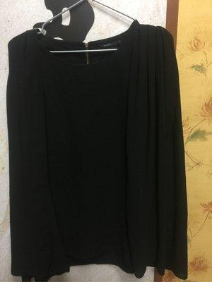Theme黑色披肩袖子造型上衣
