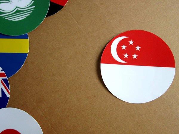 【國旗貼紙專賣店】新加坡國旗圓形旅行箱貼紙/抗UV防水/Singapore/多國款可收集和客製