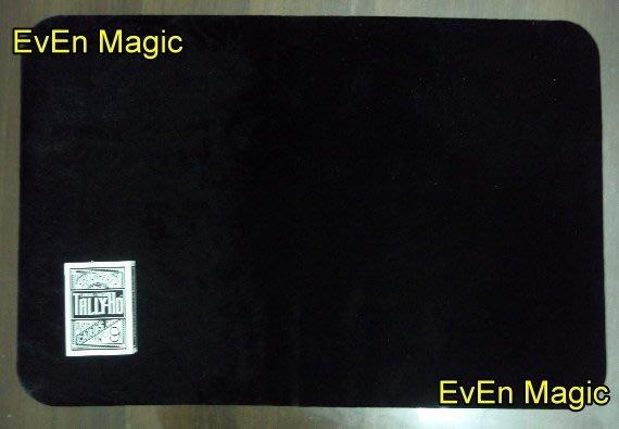 【意凡魔術小舖】 黑色加大絨布牌墊40*60 魔術墊 魔術牌墊 撲克牌墊