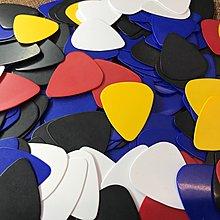 【老羊樂器店】 彩色 吉他 PICK 匹克 彈片 撥片  顏色隨機出貨