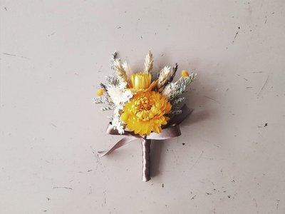 黃色系乾燥胸花。台北歡迎自取。西門【Flower&House花藝之家】