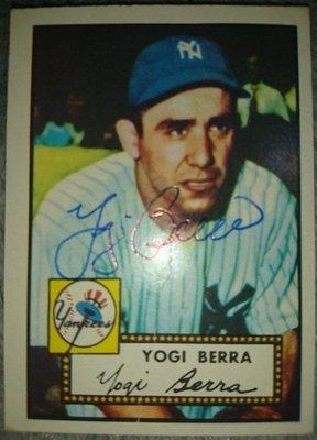 1952 Topps Reprint 名人堂洋基教練Yogi Berra簽名卡附認證(已過世), 此拍賣運費不能合併