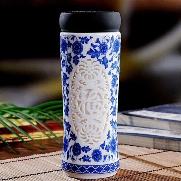 5Cgo【茗道】含稅會員有優惠  520175592199 景德鎮陶瓷雙層帶蓋保溫杯男女水杯青花瓷鏤空內膽辦公杯茶杯禮品