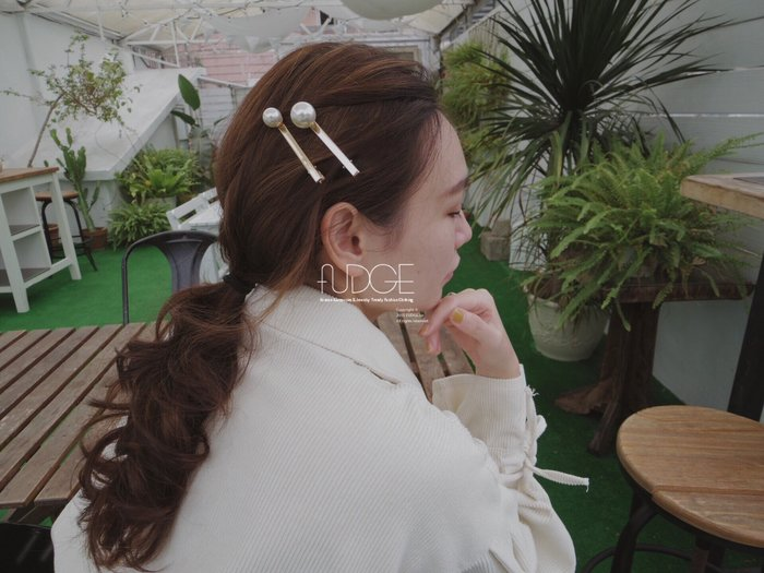 FUDGE法橘 / 正韓 特價款 簡單焦點珍珠金色一字髮夾 [壓夾] /LH190106