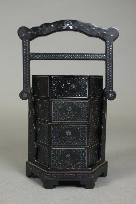 悅年堂 --- 黑漆 嵌螺鈿 花卉紋 提盒