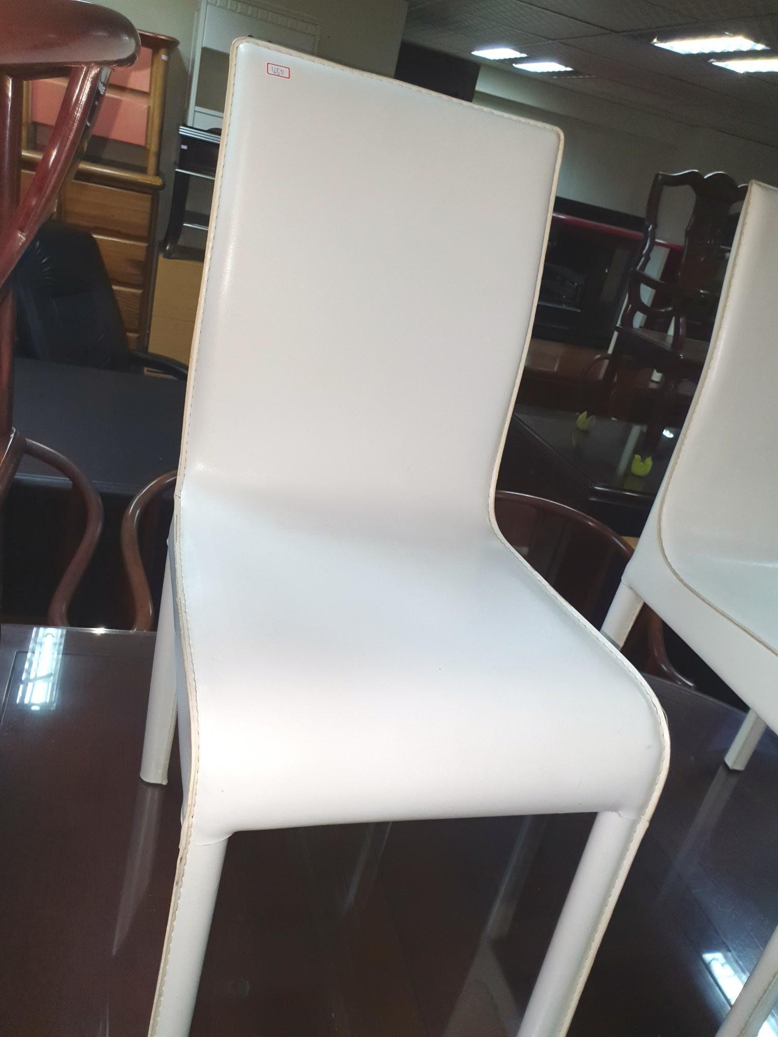 新竹二手家具買賣來來-白色皮&餐椅~新竹搬家公司|竹北-新豐竹南頭份-2手-家電買賣中古實木-傢俱沙發-茶几-衣櫥-床架-床墊-冰箱-洗衣機