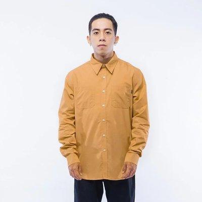 【車庫服飾】 UNDER PEACE BASIC / SHIRT.LS 襯衫 袖口電繡LOGO 下擺弧形 口袋工作襯衫