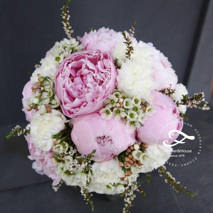 F46-新娘捧花。粉白牡丹捧花。拍照捧花。結婚捧花。台北自取。求婚。【Flower&House花藝之家】