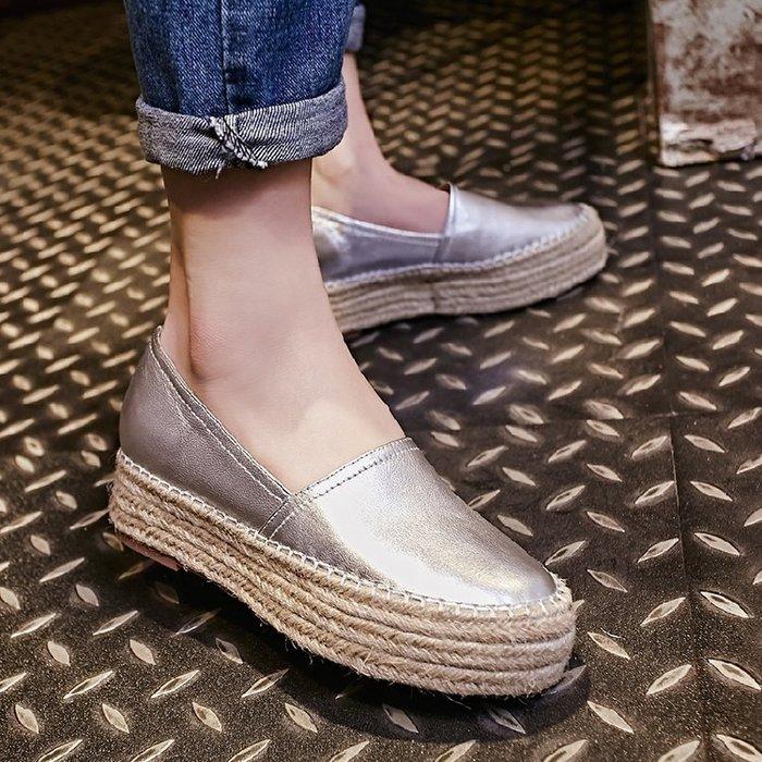 【MISS.LENG】真皮圓頭內增高樂福鞋休閒女鞋(金色 銀色)34-39碼