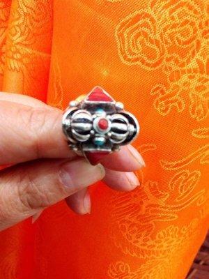 甘丹文物 ^^ 尼泊爾手工 925銀 立體 九鈷杵戒  莊嚴秀雅 ( 配戴  贈予 收藏 )珊瑚 已開光