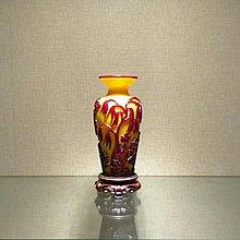 【古珍品】清    雞油黃地套紅料柳下老人盤口瓶(乾隆年製刻款)
