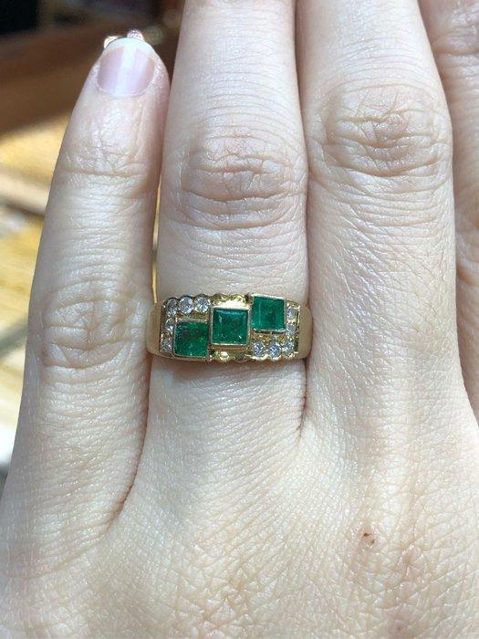 60分天然祖母綠鑽石戒指,搭配黃K金戒台,歐美風格設計款式,現金出清價15800,鑽石白又閃