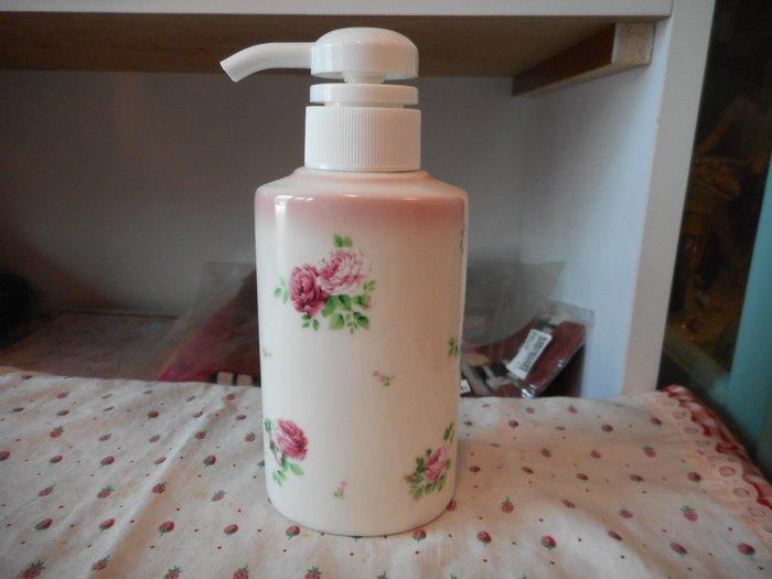 ~~凡爾賽生活精品~~全新日本進口玫瑰花綠葉瓷器造型乳液罐~日本製