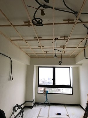 「木工平釘造型天花板」「木工訂製系統櫃」「開放式造型書櫃」