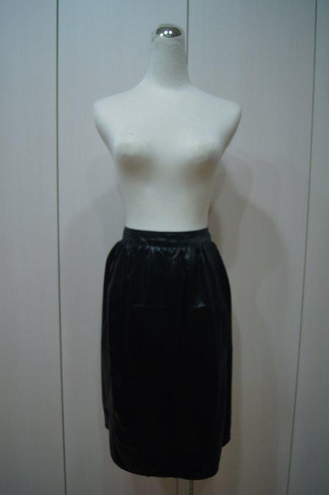 PRADA  黑色裙    原價    38100     特價  9000