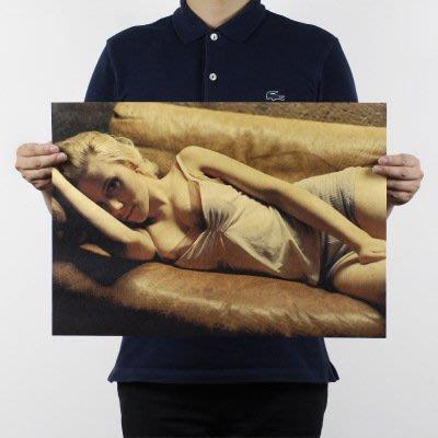 【貼貼屋】史嘉莉喬韓森 黑寡婦 性感 SEXY 懷舊復古 牛皮紙 海報 壁貼 773