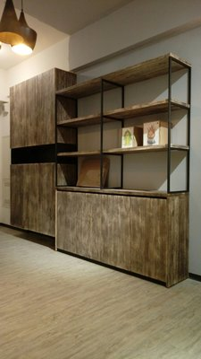 HODERN INDUSTRIAL BOOKCASE 造型工業風書櫃/書架,鋼刷梧桐木手工復古處理+黑鐵噴砂架,請鑑賞
