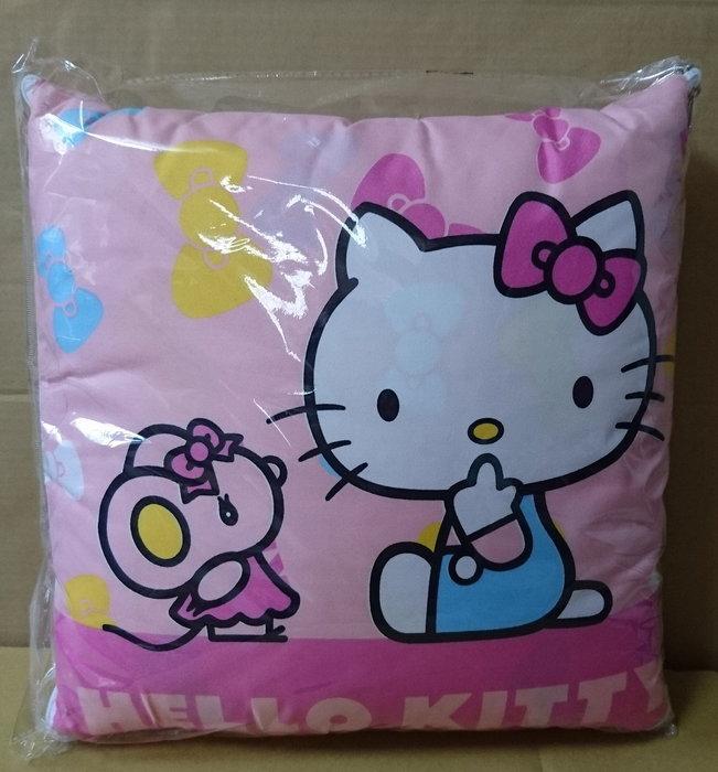 SOGO Hello Kitty 舒適收納抱枕毯, 抱枕, 毯子 (二用款)