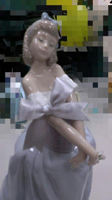 (特價品) LLADRO  戀愛中的女孩 西班牙雅緻瓷偶 Lladró (另麥森哥本哈根施華洛世奇)