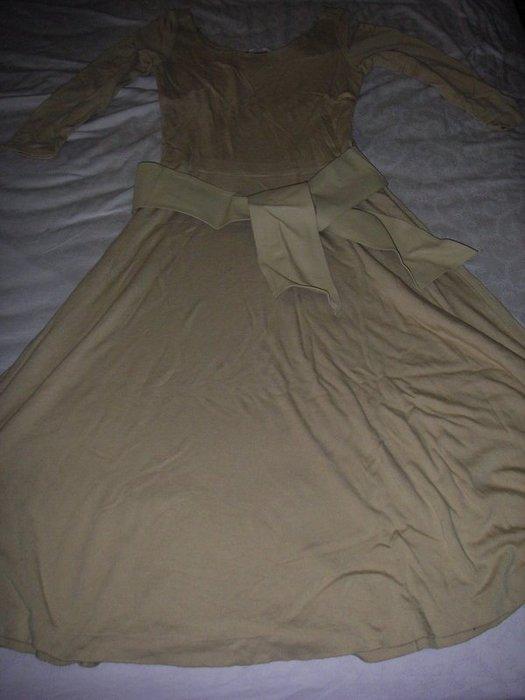二手專櫃淺駝色圓領長袖洋裝附皮帶