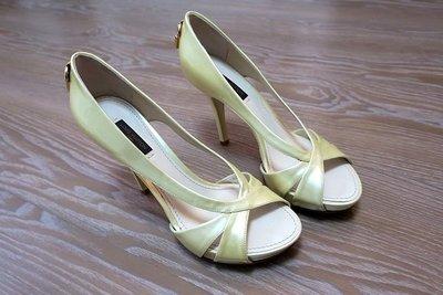 *Beauty*LOUIS LOUIS LV 米黃色漆亮皮金色鎖頭高跟鞋 36號  CR 加圖