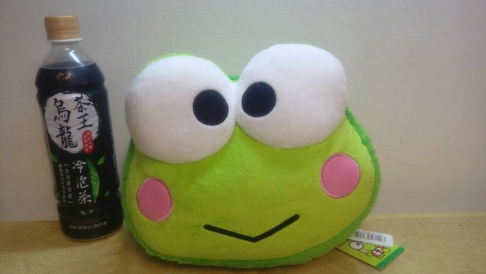 ///可愛娃娃///~中型正版10吋三麗鷗馬卡龍抱枕-大眼蛙頭型絨毛抱枕~午安枕~小抱枕~青蛙頭枕---約25公分