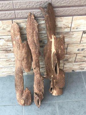 ㊣越富沉檀香㊣越南芽莊沉香木 共有3支 可拆賣 重量:2400g、歡迎看貨 釋出分享。