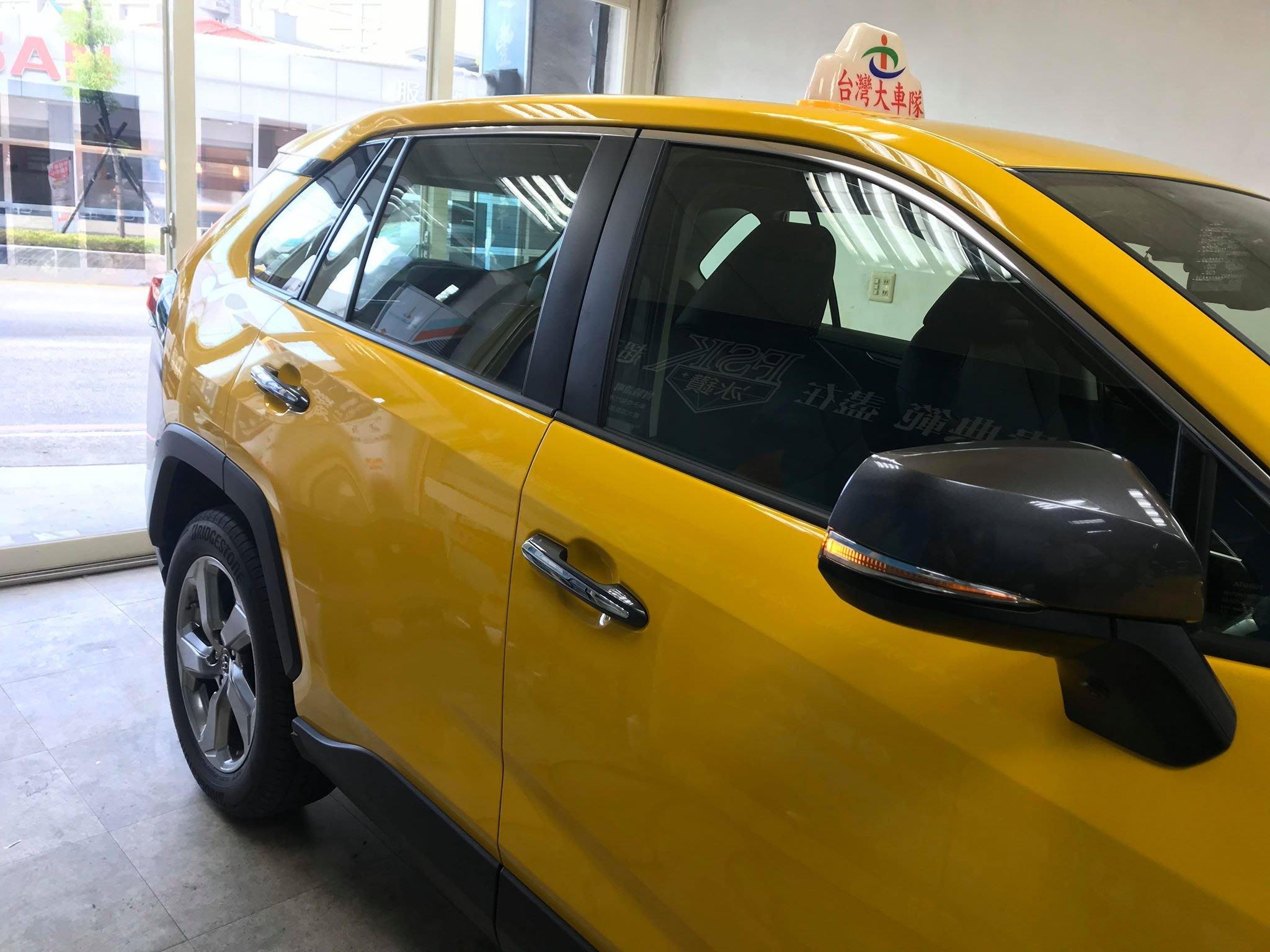 達豐汽車大樓隔熱紙 專貼小黃跟多元計程車 透光70% 一般轎車 前檔+車身4片含後檔完工價4200大特價