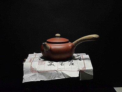大金壺-早期原礦老紫泥 土胎精美 手工精湛 好泡好養  絞泥橫把  工藝師  魏援良