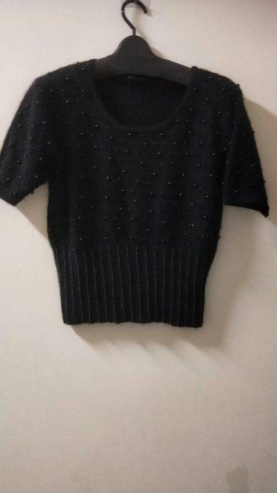 歐品 開什米爾 2件式 黑縫珠套衫