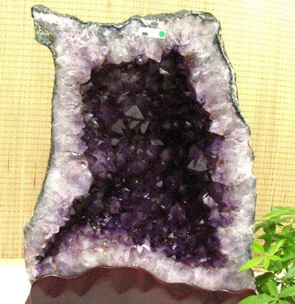 小風鈴~天然巴西土型紫晶洞~重53.2kg 洞深20公分.火光亮.納財最佳品!附贈底座!