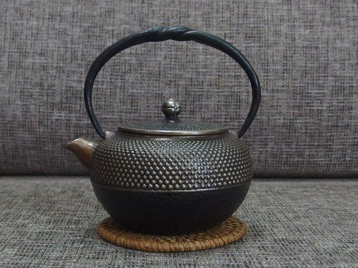 ☆清沁苑☆日本茶道具~銘:清茂 丸型 細霰紋 砂鐵急須~d501