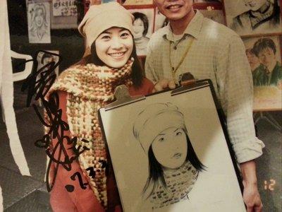 徐懷鈺獨家心動列車鏡外親筆簽名照與畫家合照(A4大小已護貝)