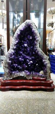( 666 精 品 嚴 選) 招財顆粒超大紫水晶洞  請進賣場里有很多一元精品歡迎競標!!