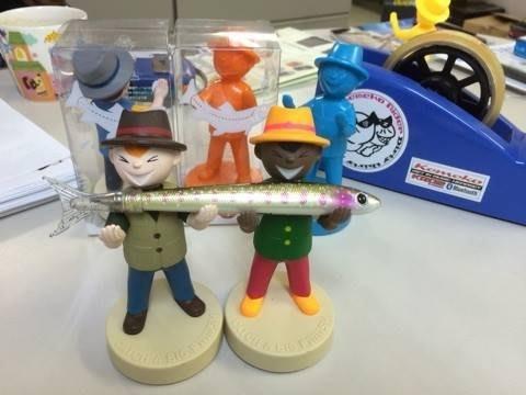 日本Fiiiiish療癒系小物Fish Boy開心小釣手 置物架 眼鏡架 小物放置架 展示架 餐具架