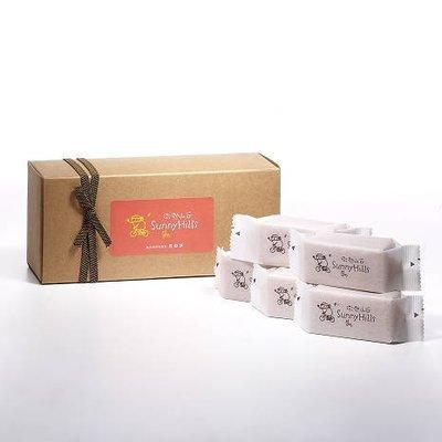 陽光美點 - SunnyHills | 微熱山丘 - 10個裝 鳳梨酥界的LV!!!一樣都送鳳梨酥,為什麼不送最高檔的?