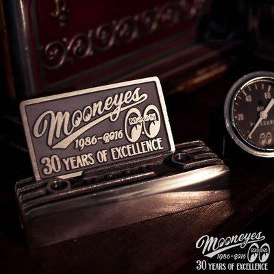 (I LOVE樂多)30周年 MOONEYES 30th Years Plaque 雷刻匾額 限定200枚