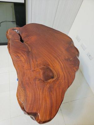 紅豆杉椅子&桃花心木茶桌 限自取 在台中市 桌子在一樓車子可以直接載 需要小貨車後面要又可以升降的板會比較輕鬆也可以用人力的方式 需要3名男子漢因為桌子是實木