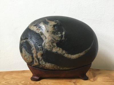 王太太典藏(編號3205)臺灣美麗的瑰寶  南田石《嫦娥奔月》附贈台座,另有黃檜釘瘤手排,櫸木鷹魚,肖楠天雕擺件