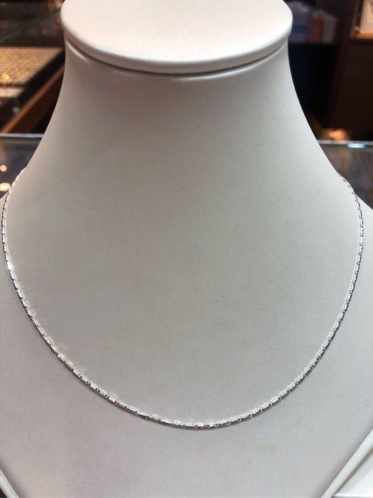 義大利585/14K金項鍊,單戴就很好看,超值優惠價4580元,只有一條賣掉就沒有了,基本款式適合搭配各種墜飾