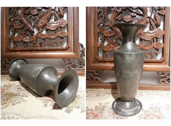 [ 日治時代 游塘水鴨 錫鉛花瓶 ]-刀法蒼勁.一支-手工刻紋. / 年代30年以上