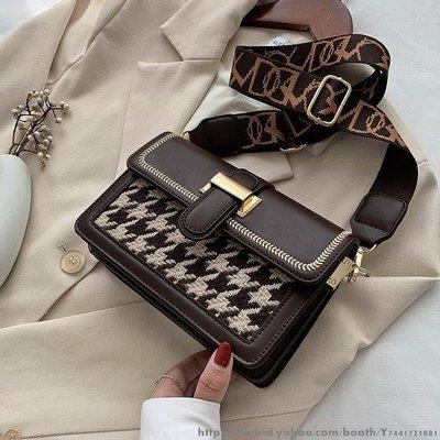 流行的小包包女新款潮時尚百搭單肩斜挎包洋氣小方包 日韓新款鏈條包 學院風斜挎包側背包書包 多色可選