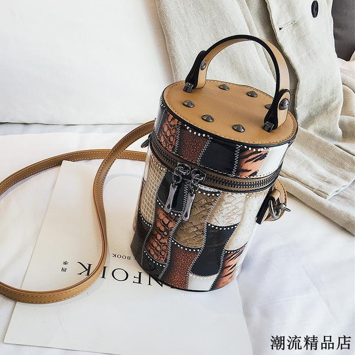 手提小包包女秋季新款時尚鉚釘斜挎水桶包韓版個性百搭單肩包