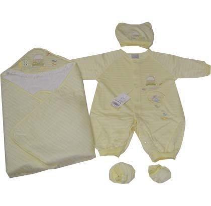 可愛寶貝---◎◎全新包被+帽子+腳套+小熊繡花連身衣禮盒◎◎☆☆人氣商品☆☆