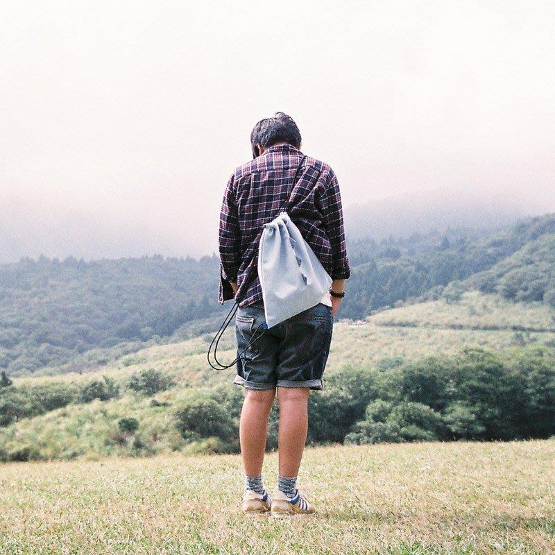 皮康 PiKang 小怪獸帆布束口袋 淺藍色海鹽怪束口背袋 後背包 縮口袋 抽繩包 旅行收納袋 收納包 純手工台灣製