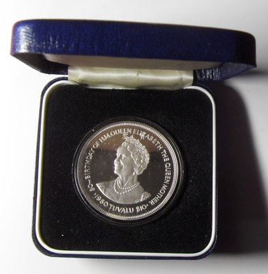 【鑒 寶】(世界各國錢幣)圖瓦盧 1980年 10元  女王母親誕辰80周年紀念 大銀幣,帶盒 BTG3177