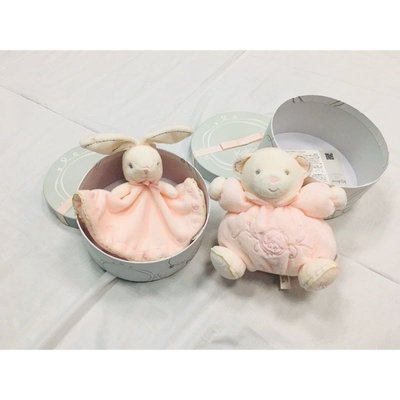 🌟泛黃瑕疵出清🌟正版🌟 Kaloo 天鵝絨 粉紅熊熊安撫玩偶、粉紅兔兔圍裙安撫巾