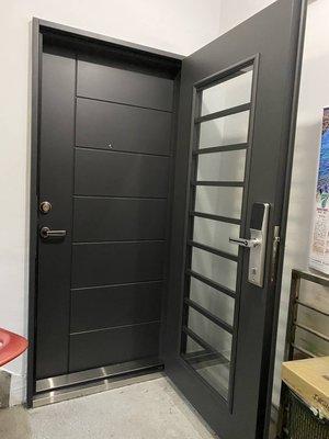 兼具安全、方便、隔音、美觀的七加一雙玄關門(配備雙面8MM透明強化複層玻璃) 加 指紋密碼鎖58000元含安裝、拆舊門、清運舊門、泥作填縫